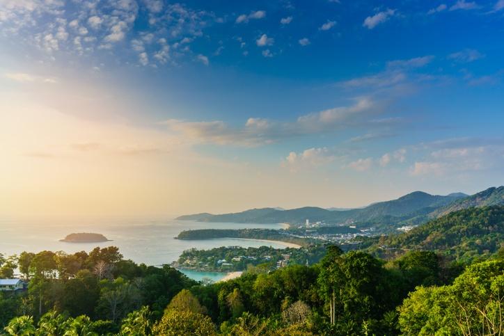 Karon: the family beach in Phuket